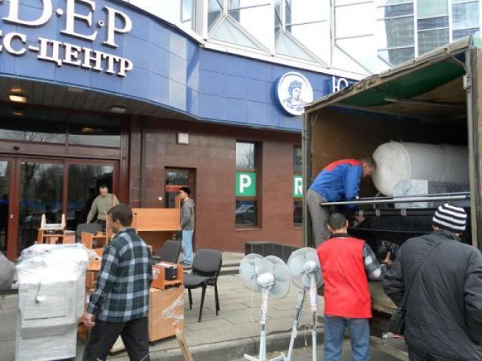 Вывоз мусора с грузчиками в Санкт-Петербурге и области
